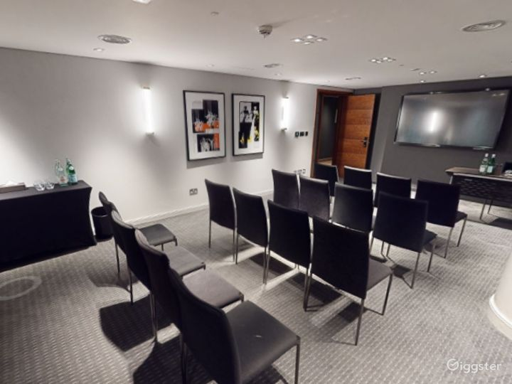 Marvelous Private Room 7 in Manchester Photo 2