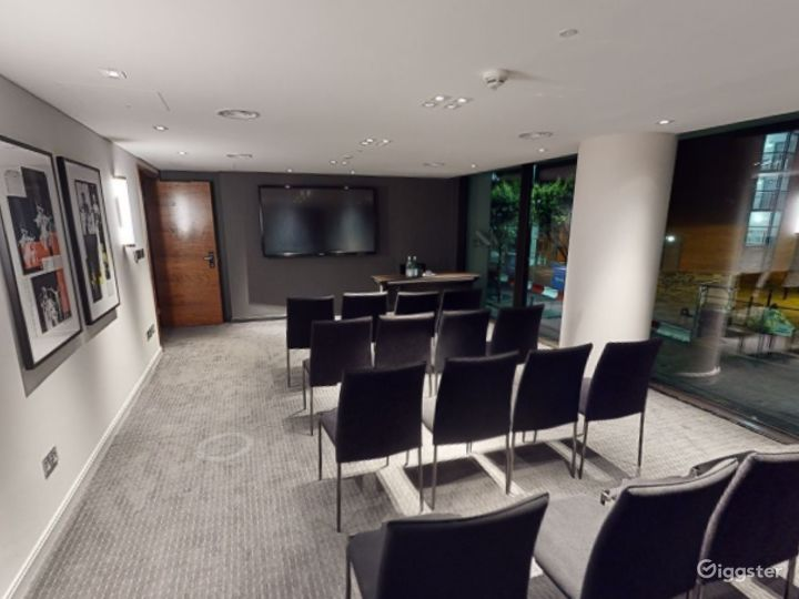 Marvelous Private Room 7 in Manchester Photo 3