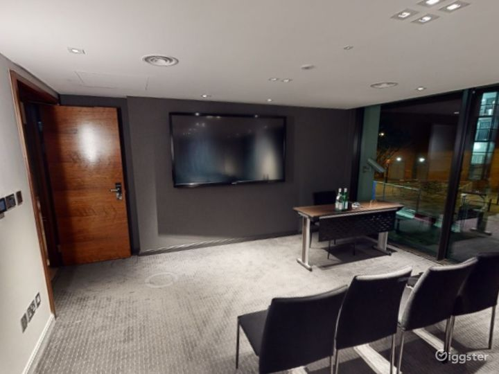 Marvelous Private Room 7 in Manchester Photo 4