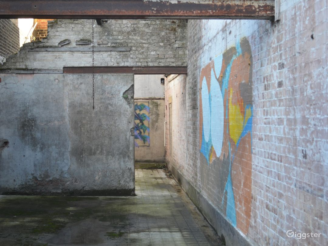 Spacious Abandoned-Style Exterior Film Location in London Photo 1
