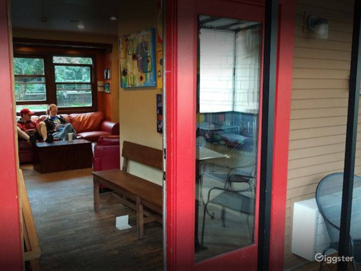 Warm and Welcoming Indoor Café in Issaquah Photo 2
