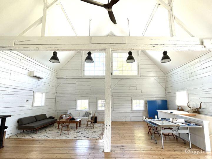 Beautiful white renovated barn w/ soaring ceiling Photo 3