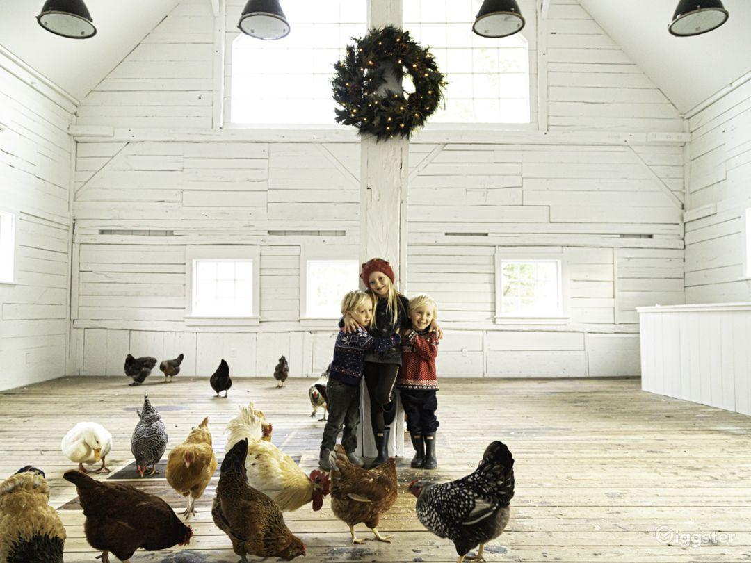 Beautiful white renovated barn w/ soaring ceiling Photo 1