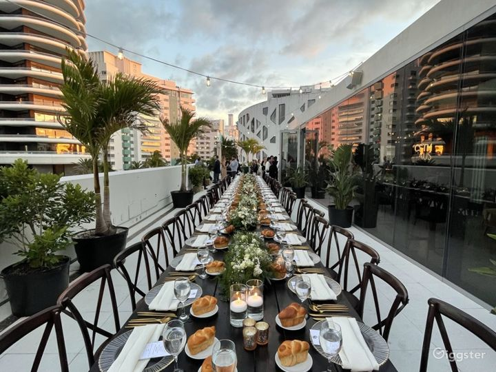 Chic Penthouse with Wrap Around Rooftop in Miami Photo 2