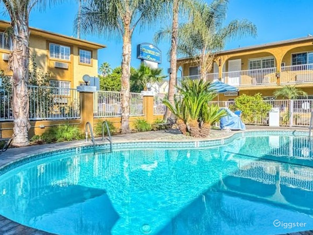 Charming Swimming Pool Photo 1