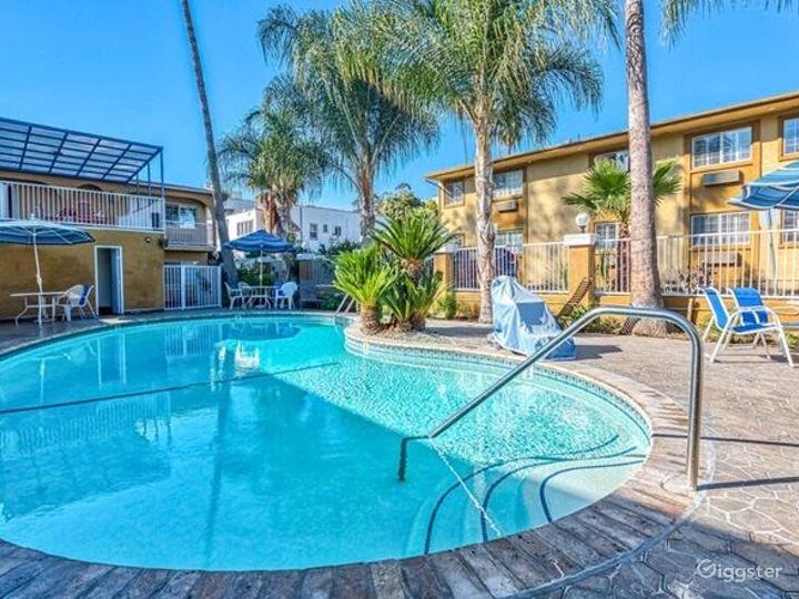 Charming Swimming Pool Photo 4