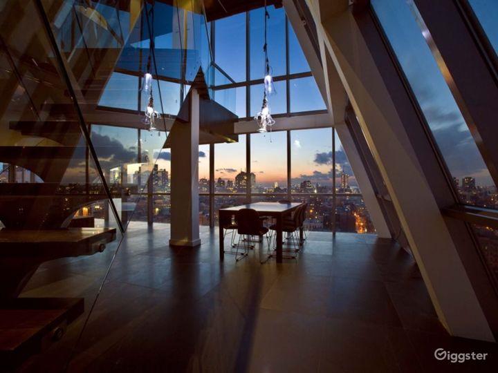 Incredible penthouse duplex: Location 4213 Photo 3