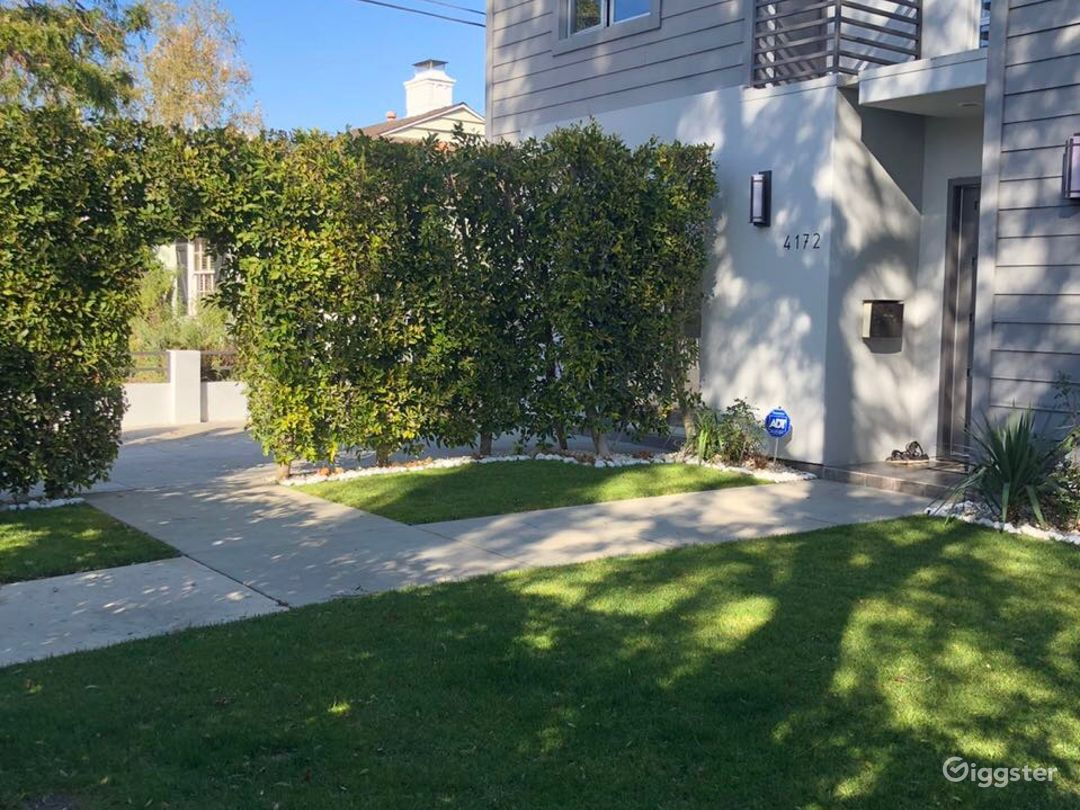 MODERN HOUSE IN STUDIO CITY Photo 3