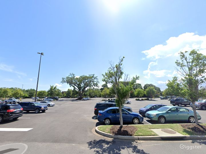 Open Spacious Location in Charleston Photo 4