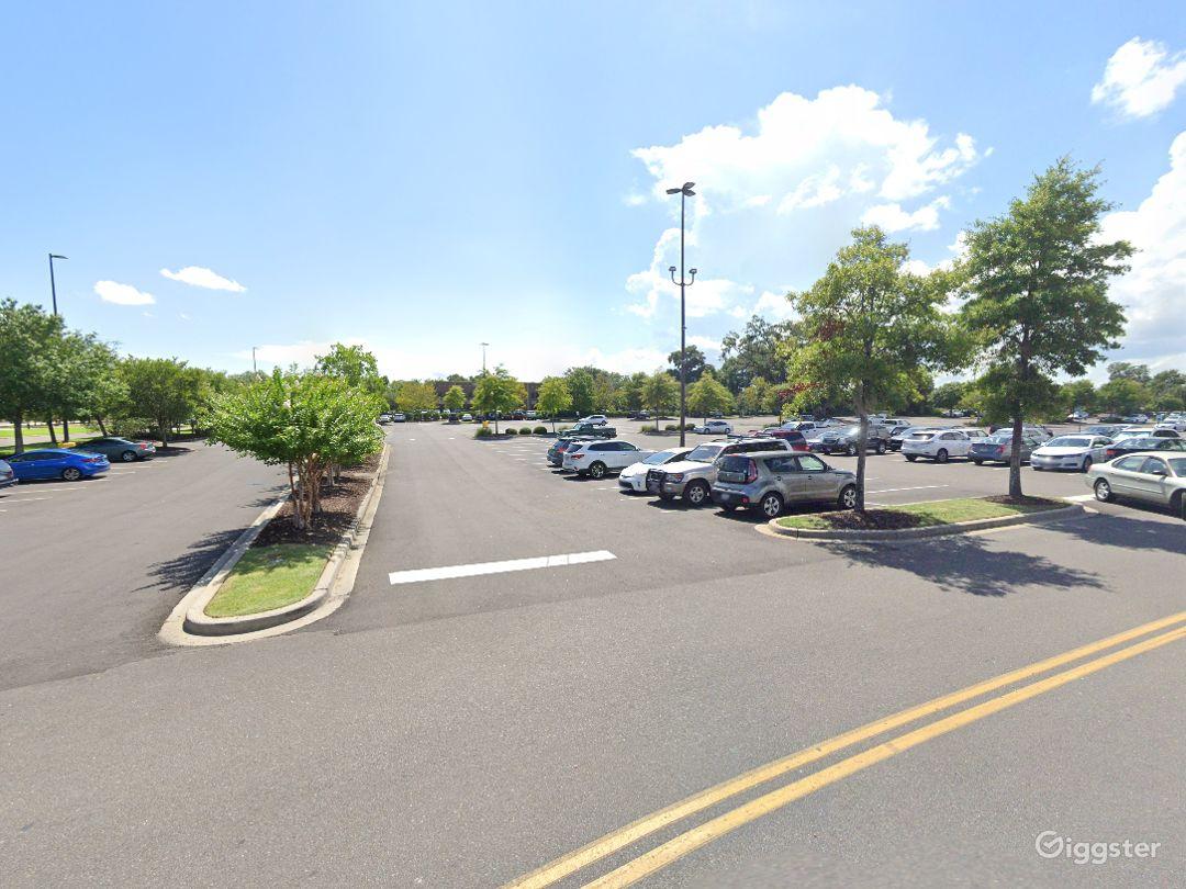 Open Spacious Location in Charleston Photo 1
