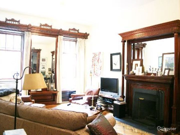 Brownstone with original details: Location 3326 Photo 4