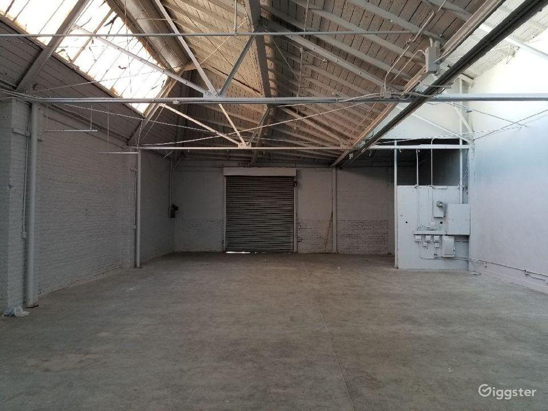Artsy natural skylight warehouse. Photo 2