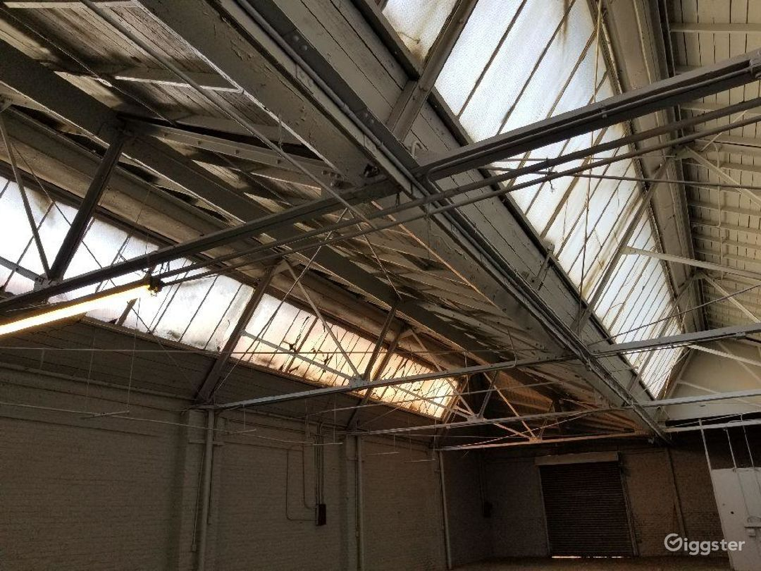 Artsy natural skylight warehouse. Photo 5