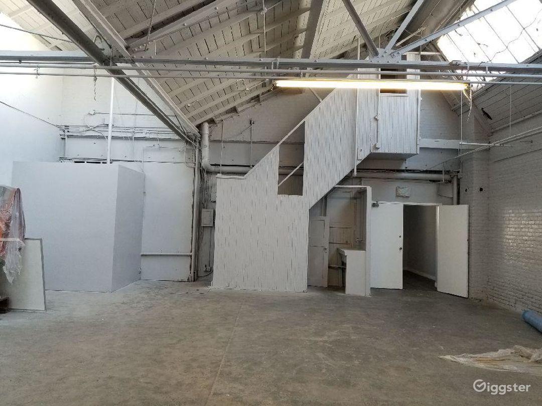 Artsy natural skylight warehouse. Photo 3
