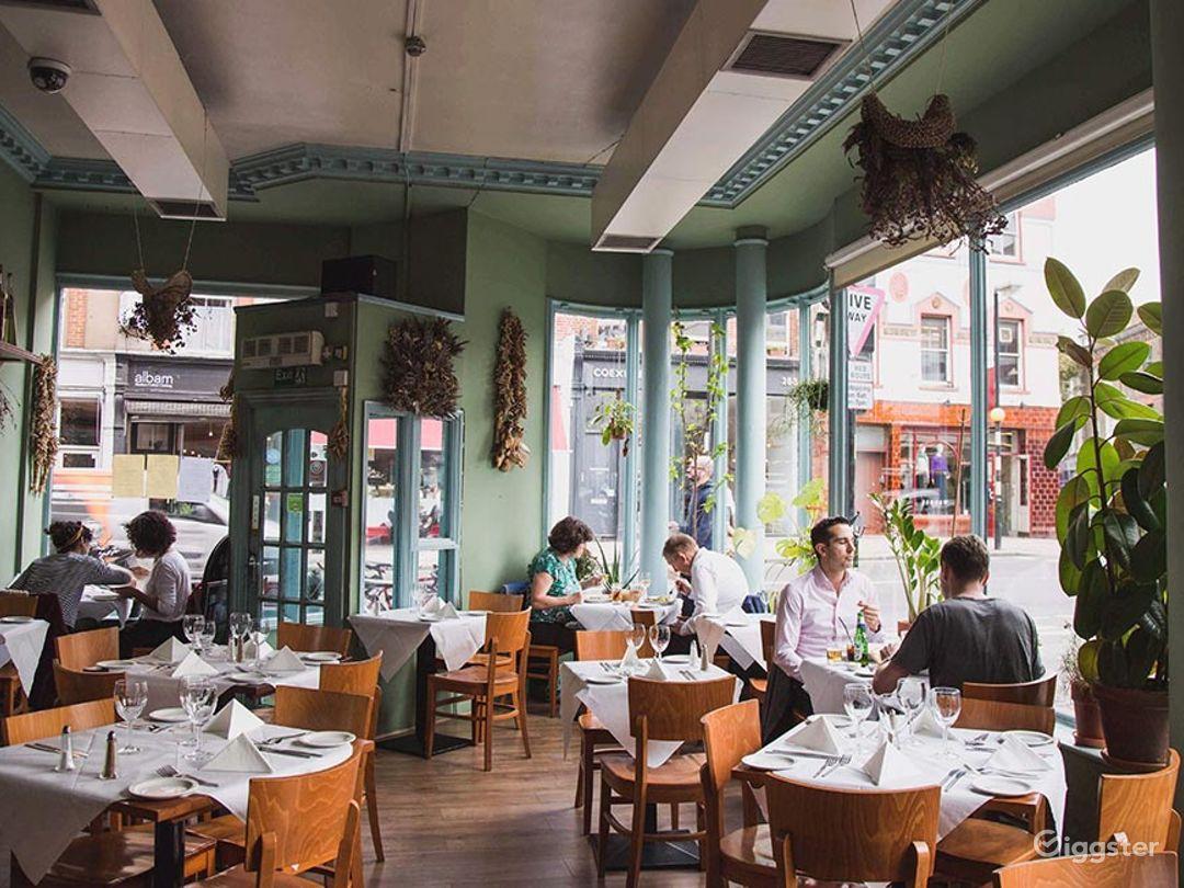 Amazing Ground Floor French Restaurant in London Photo 1