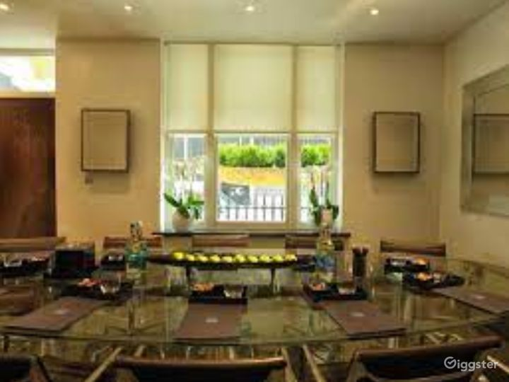 Intimate Green Room in Granville Place, London Photo 2
