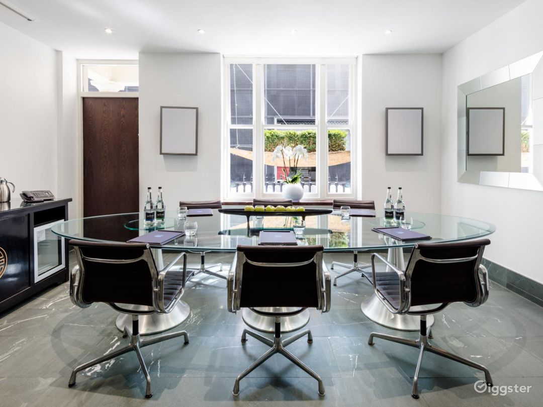 Intimate Green Room in Granville Place, London Photo 1
