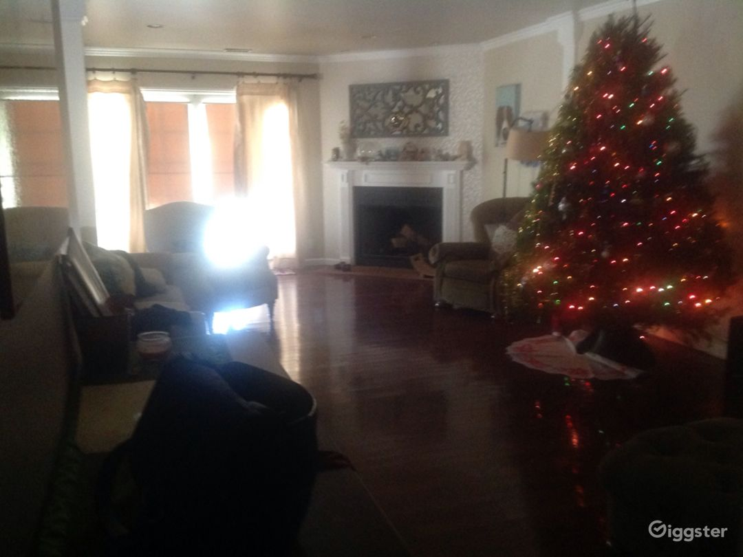 Basic middle class home in West Covina Suburbs.   Photo 2