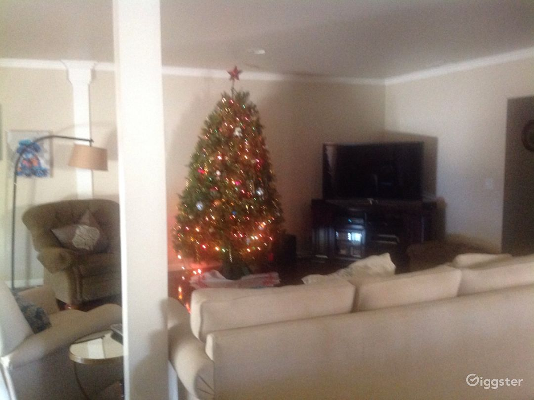 Basic middle class home in West Covina Suburbs.   Photo 5