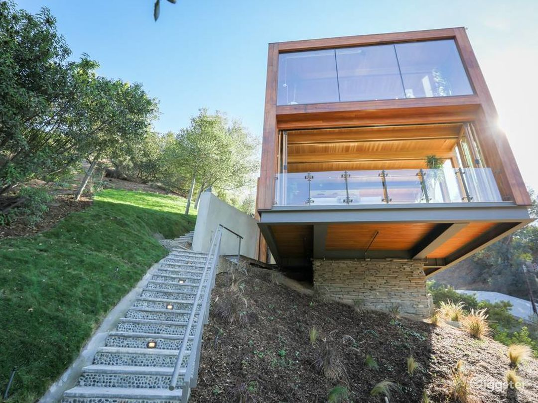 Modern Architectural Home With Sweeping Views Photo 4