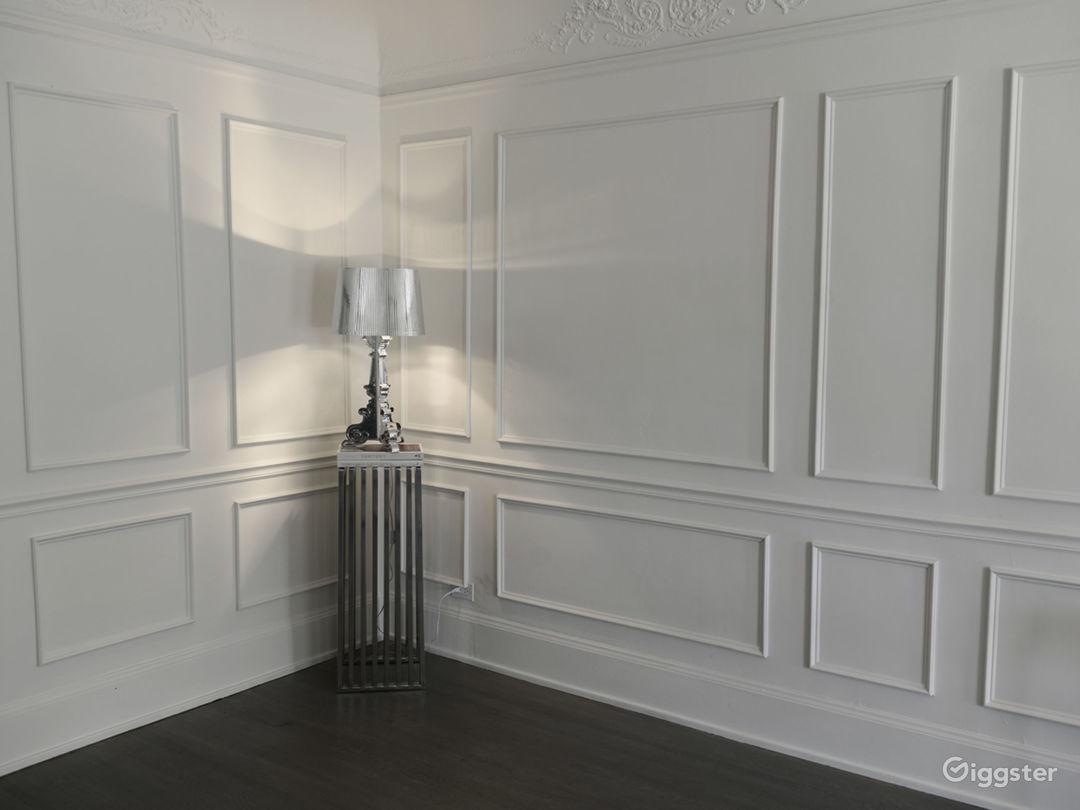 Main room moulding