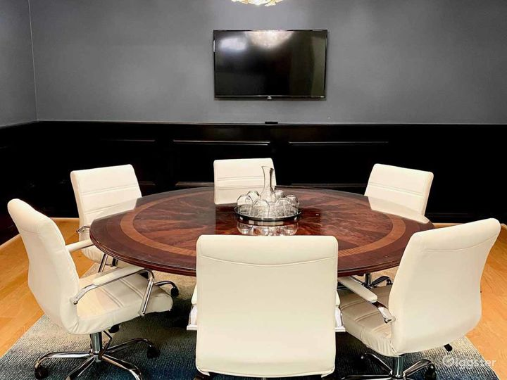 Well-equipped Meeting Room in Los Angeles Photo 5