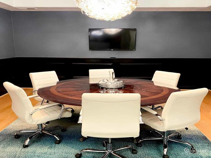 Well-equipped Meeting Room in Los Angeles Photo 2