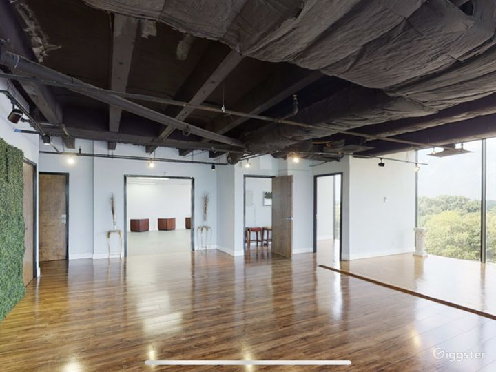 4000 Sq Ft. Natural Light. 5 different spaces. This is our main room. Backdrops and lighting equipment available.
