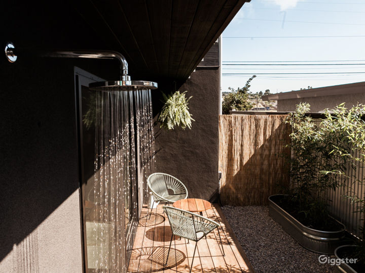 Naturally Elegant Space with Outdoor Patio - Earth Room Photo 2