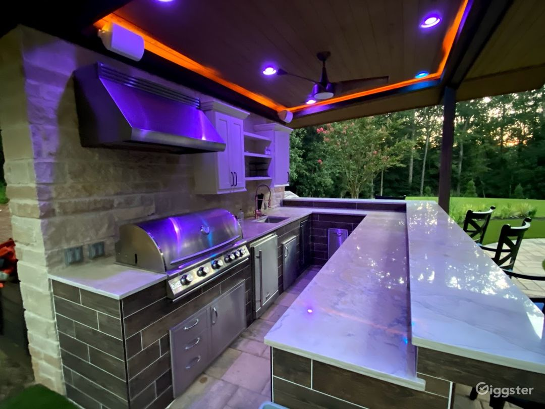Fully  equipped outdoor kitchen