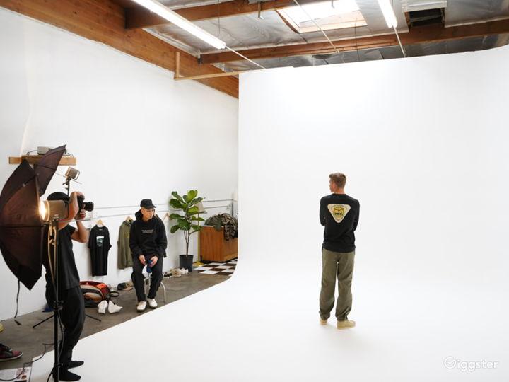 Natural Light Infinity Cyc Wall Daylight Studio Photo 4