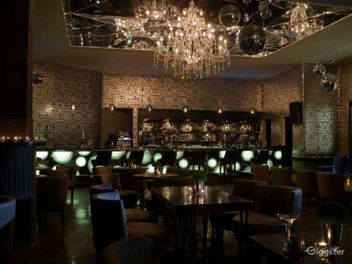 Extravagant Bar in London, Heathrow  Photo 5