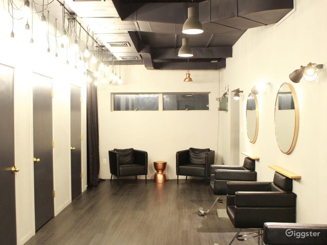 salon floor with movable furniture + equipment