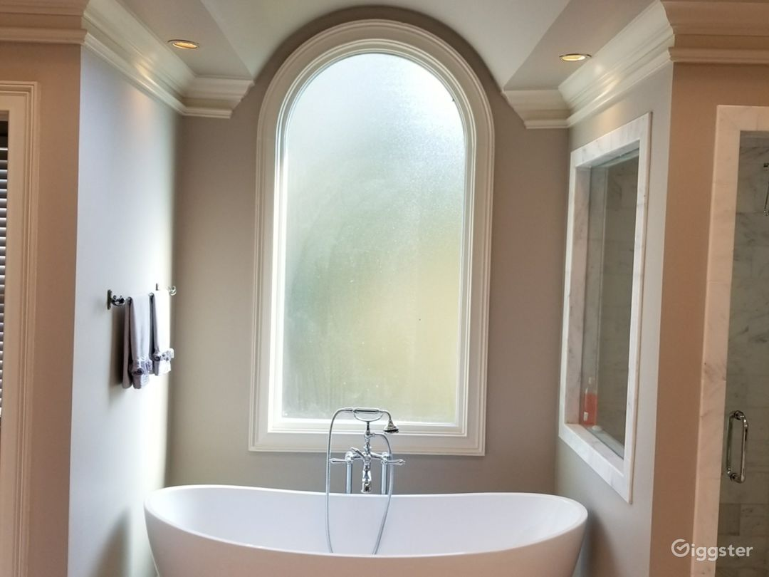 Beautiful 3-Storey House with a Powder Room Photo 4