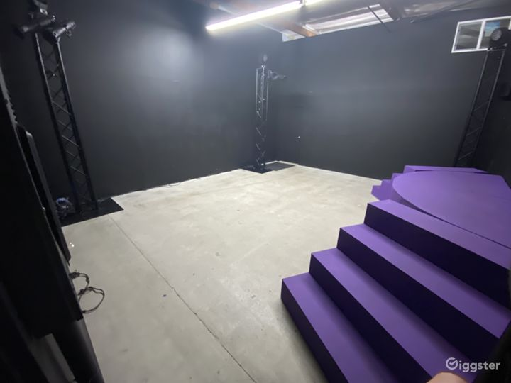 Black Box - Photography, Performance, Rehearsal space. Roll up door. Professional Lighting.