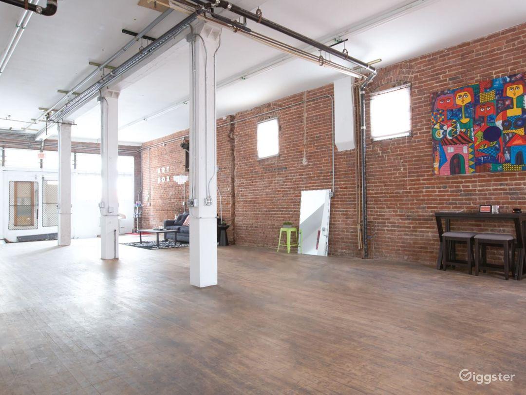 HUGE PHOTO STUDIO - Exposed Brick Modern Loft  Photo 5