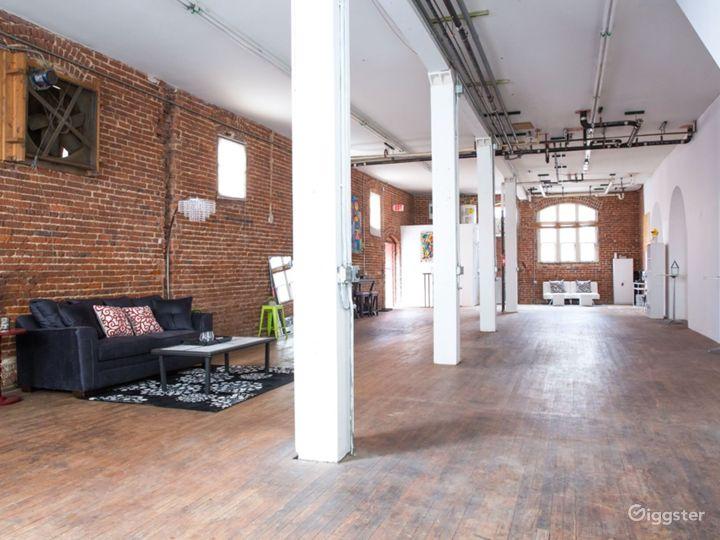HUGE PHOTO STUDIO - Exposed Brick Modern Loft