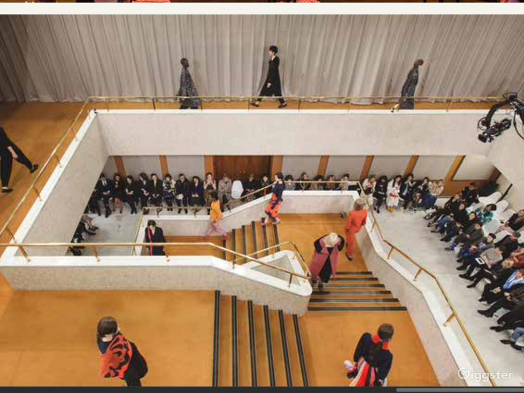 Central staircase, first floor gallery and Lasdun Hall