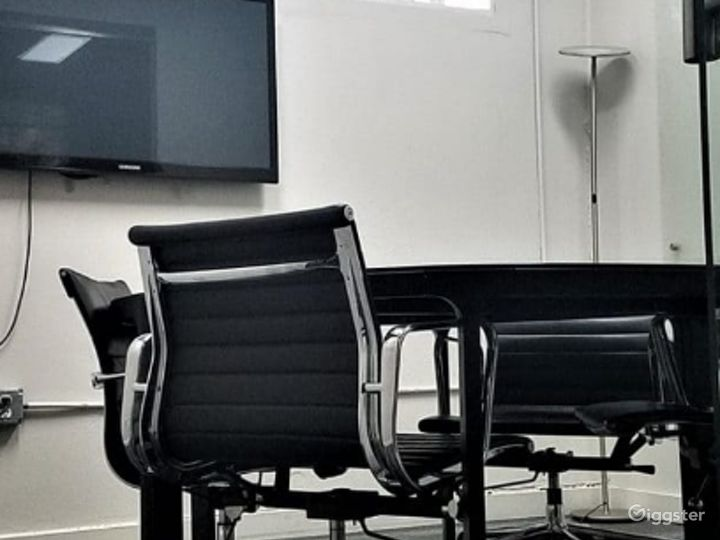 Elwood Contemporary Medium Size Conference Room
