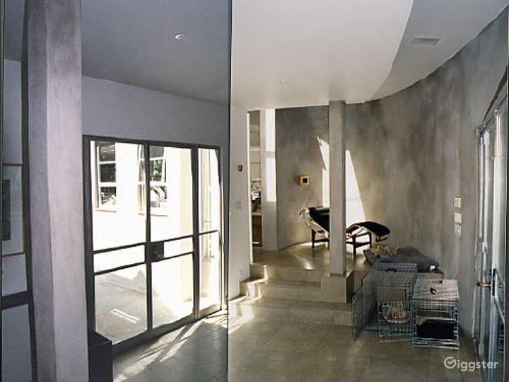 Contemporary light spacious home: Location 2819 Photo 3