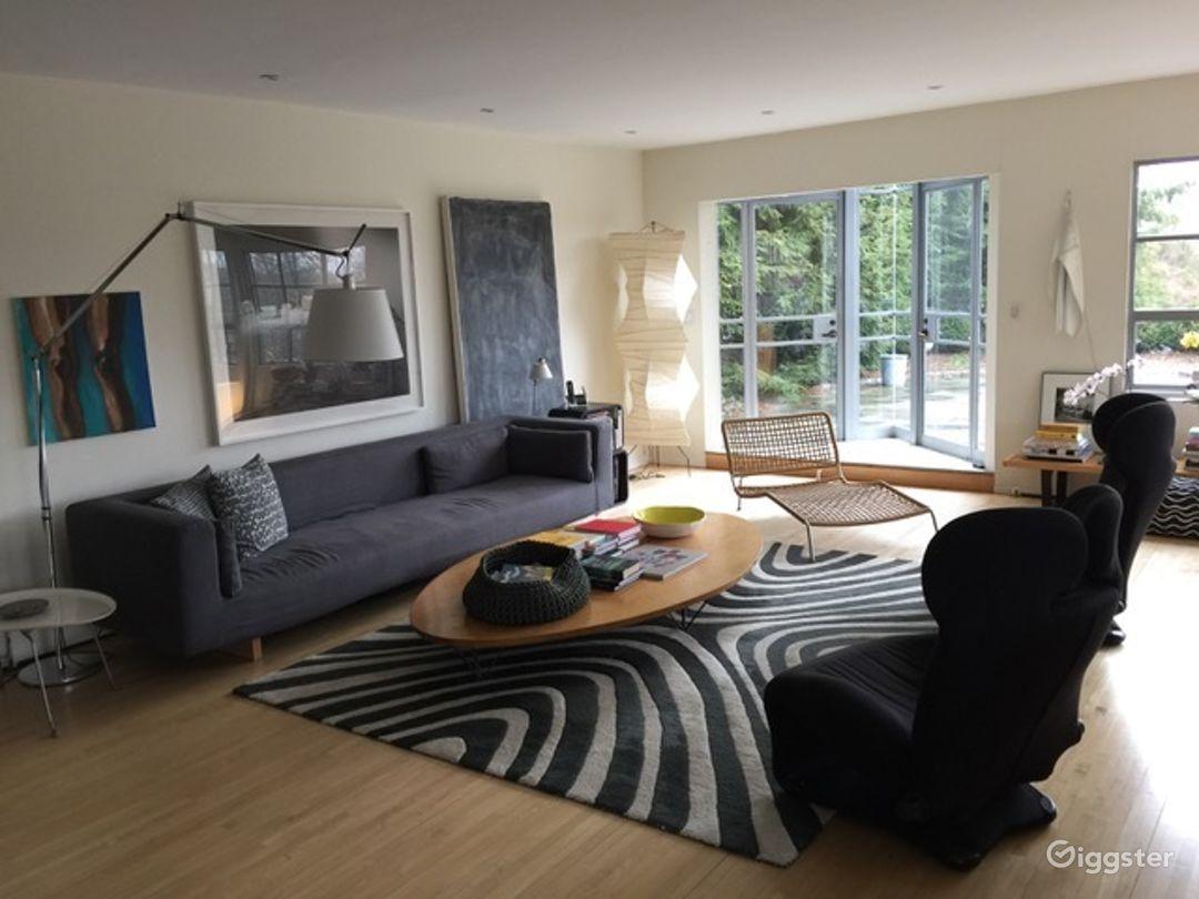 Contemporary light spacious home: Location 2819 Photo 1