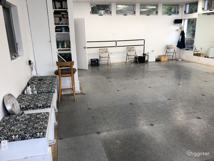 Open dance studio with mirrors/ac/sound in L.A. Photo 2