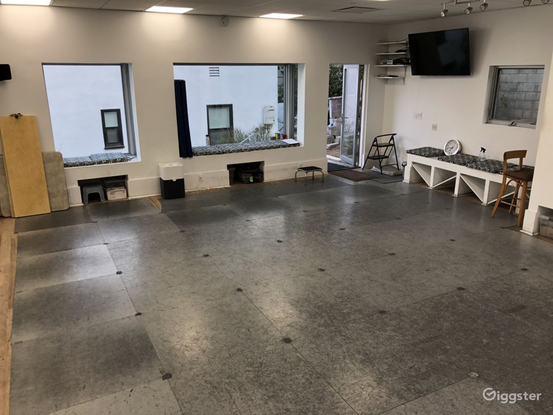 Open dance studio with mirrors/ac/sound in L.A. Photo 1