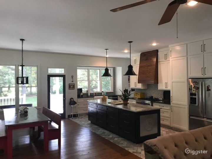 Authentic Farmhouse with wide open spaces Photo 4