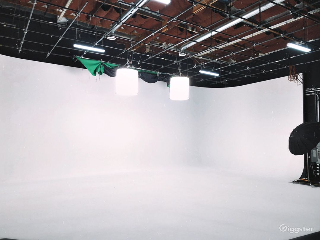 Studio A: Studio with white cyc and lighting grid