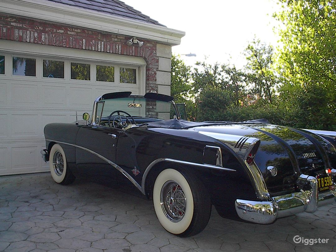 Classic 1954 Buick Skylark Convertible in Black Photo 4