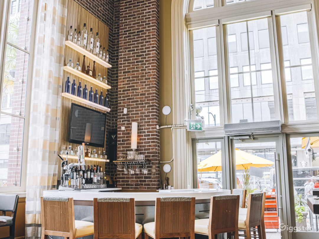 Contemporary x Classic Kitchen & Wetbar in Vancouver Photo 1