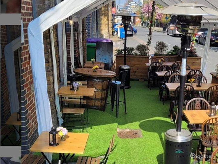 Patio Area with Live band in London Photo 3
