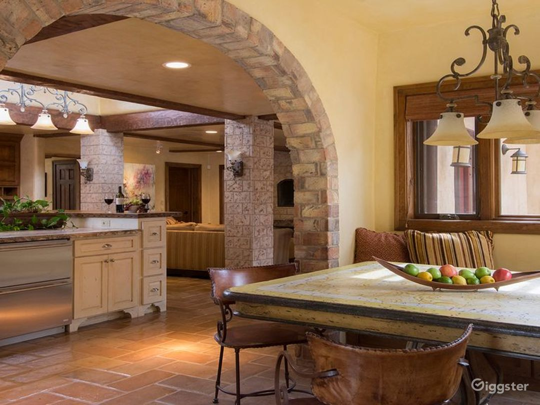 Luxurious Southwestern Grand Tuscan Adobe Photo 4