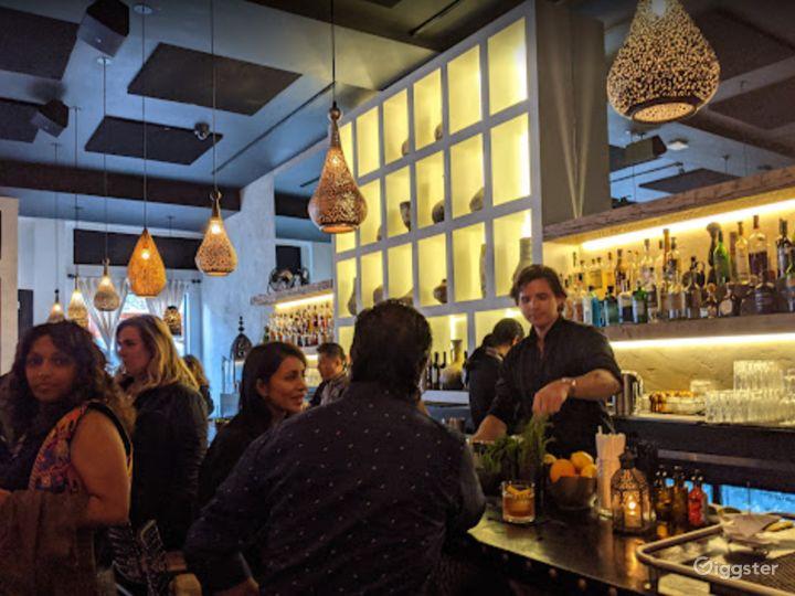 Bright and Vibrant Bar in San Francisco Photo 4